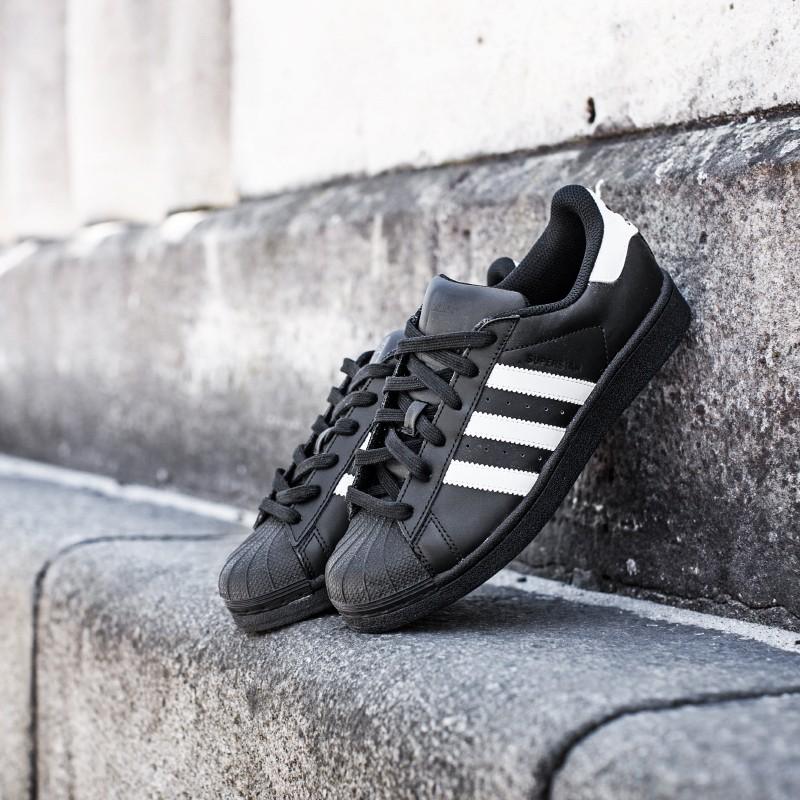 Schuhe, retro, Adidas-Superstar-Stiftung, 331311786-groß